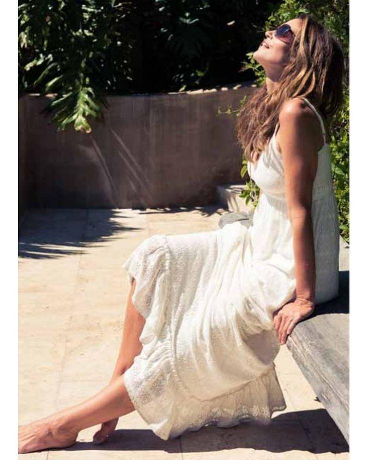 Нежный романтический образ Синдри Кроуфорд создают сразу несколько факторов: мягкое солнце, счастливая улыбка и, конечно же, ультрамодное бохо-платье Melissa Odabash, идеально сочетающееся с ее загорелой кожей.  #estelleadony  #эстельадони #MelissaOdabash #синдикроуфорд #отпуск #весна #лето #бельевойстиль #женскоебелье #королева #звезда #певица #актриса #советстилиста #бохо #супермодель #Cindy #CindyCrawford #MTV #vogue #elle #allure #инстаграм