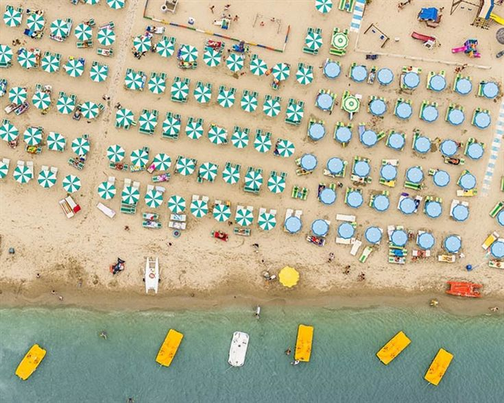 bernhard-lang-germany-winner-travel-professional-competition. Beach scene shot from above.