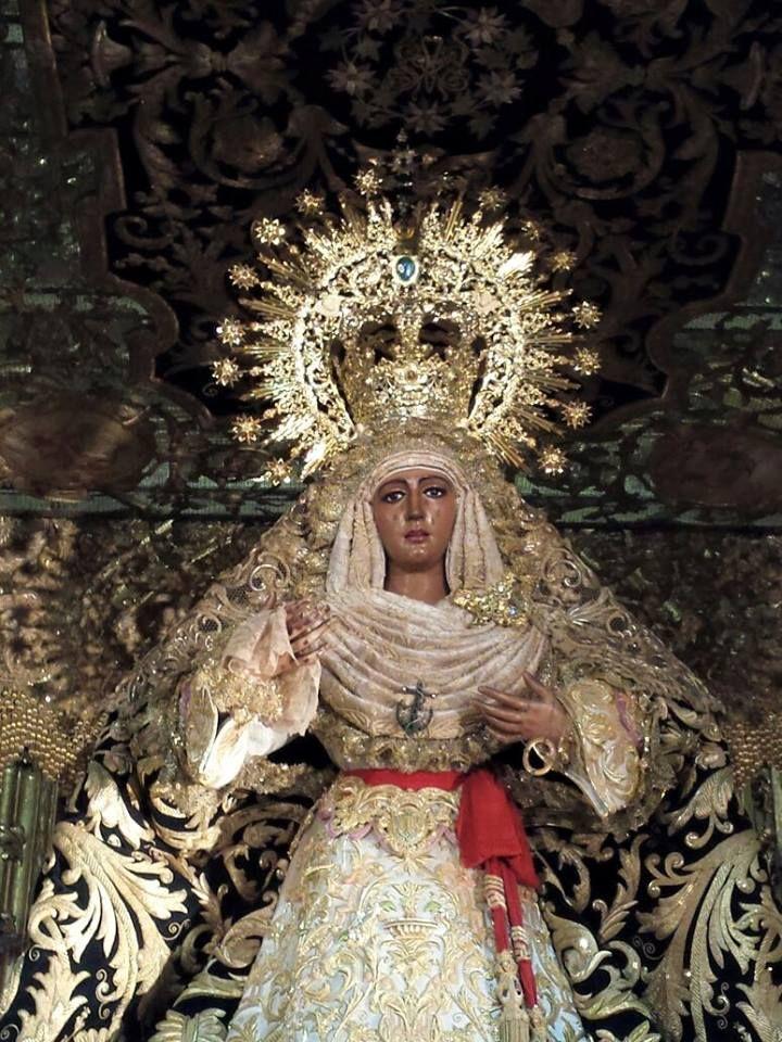 La Esperanza de Triana está ya en su paso de Palio.  www.trianaocio.es