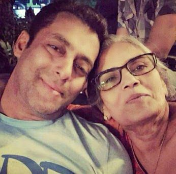 Selfie with momm  to get more hd and latest photo click here http://picchike.blogspot.com/