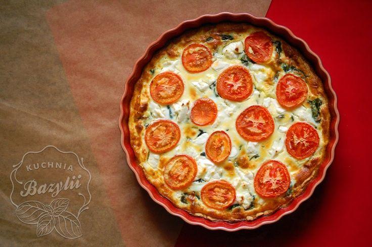 Tarta ze szpinakiem, pomidorami i serem feta jest doskonała na ciepło, jak i na zimno. Sprawdzi się na obiad czy lunch do pracy. Polecam!