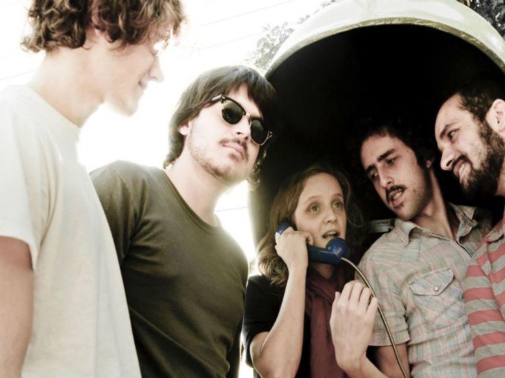 No domingo, 14, a banda Garotas Suecas faz show na Casa do Mancha.