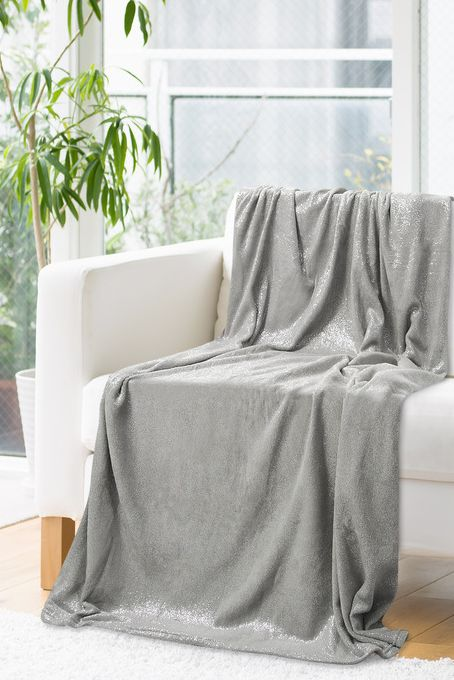 Kvalitná strieborno sivá deka
