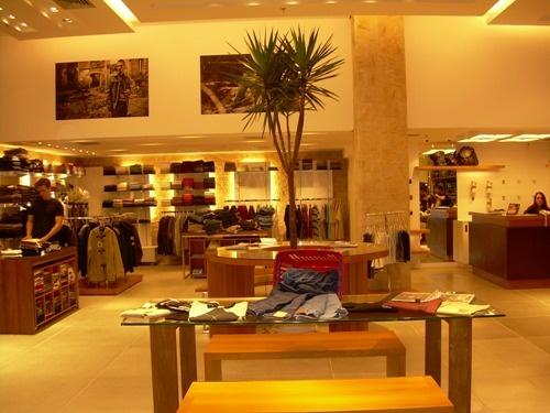 """[Design] """"O subconsciente da mente, hábitos e comportamentos dos consumidores vai mudar a sua loja."""" Cada vez mais os designers apostam para a criação de suas lojas nas cores, no comportamento emocional, psicológico e sociológico."""