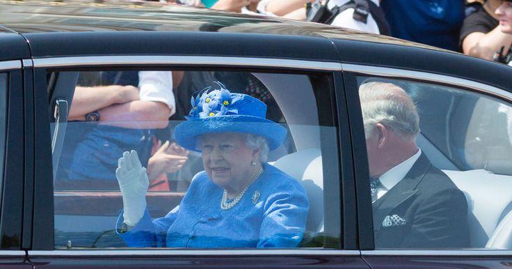 Гражданин Соединенного Королевства позвонил в службу 999, увидев, что Елизавета II ездит на заднем сидении автомобиля не пристегнутой.