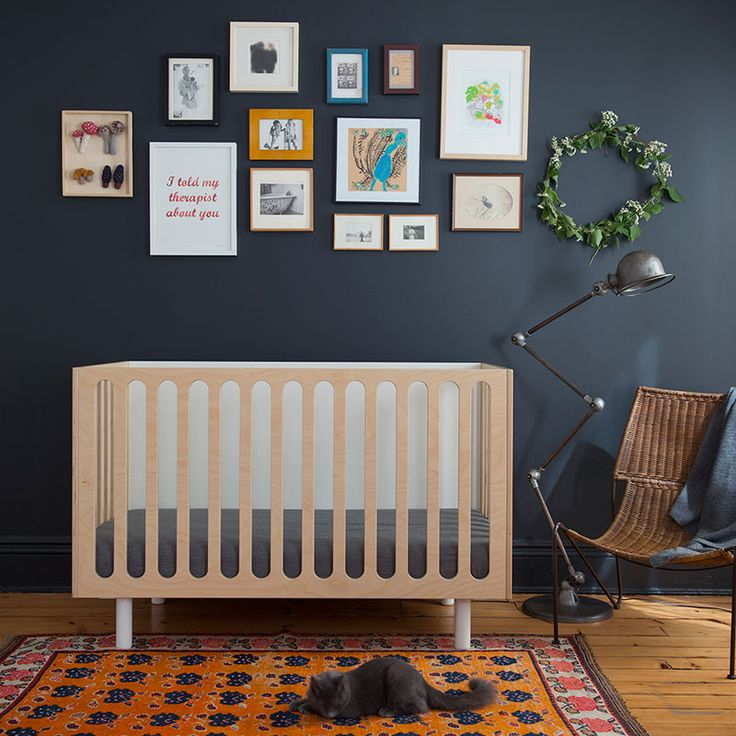 What a pretty gallery wall for a nursery. Deep indigo blue w natural textures, that sweet green wreath, boho rug, industrial lamp. Can see this effortlessly translate into toddler/child/teen.