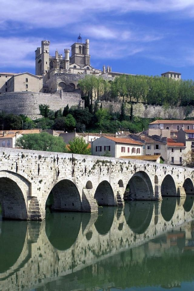 St. Nazaire Cathedral and Pont Vieux, #Béziers, France http://wallpapershi.net/wallpapers/2012/04/bridge-old-stone-buildings-sky-city-landscape-960x640.jpg