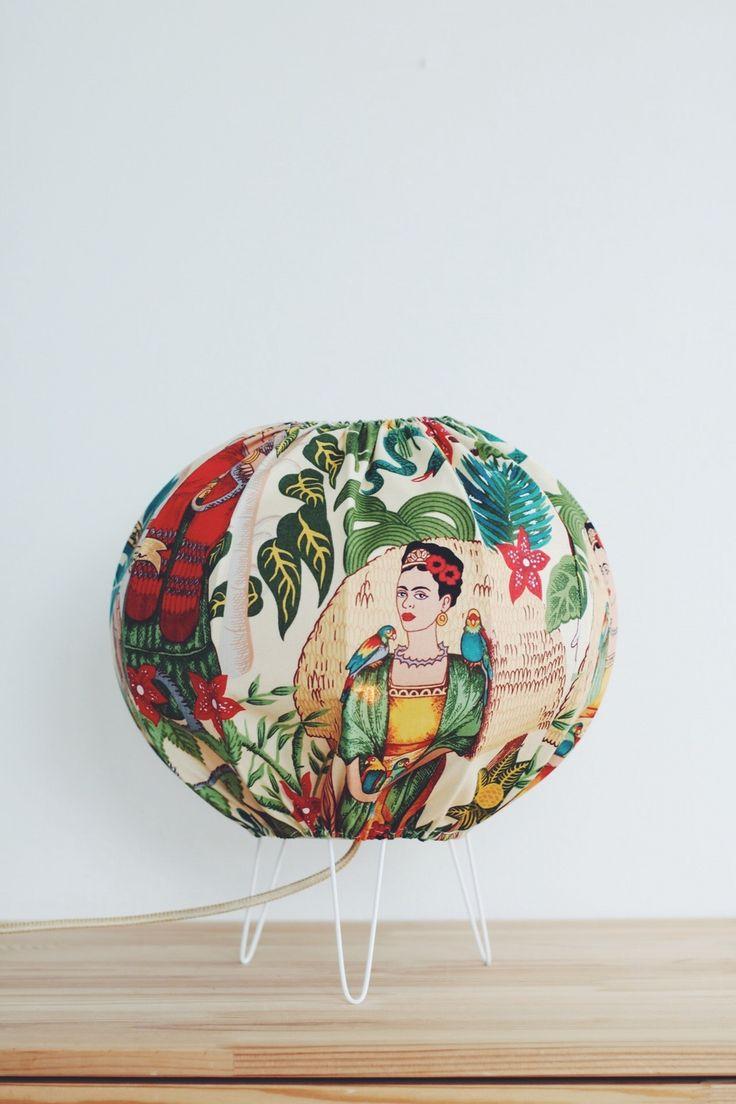 Bordslampa Frida Kahlo via Lampverket unika lampor