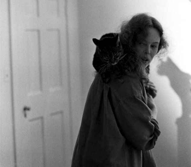 sandy dennis loves her cats