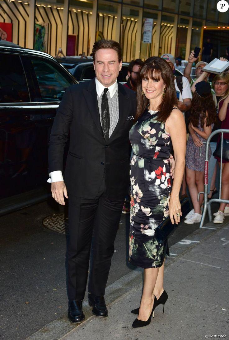 John Travolta et sa femme Kelly Preston arrivant au 90ème anniversaire de Tony…