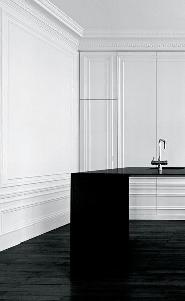Hidden kitchen with cabinet moulding details | i29 | Invisible Kitchen