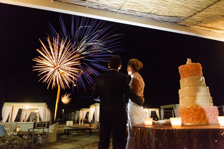 Fireworks during the cake cutting, stunning wedding on the beach, exclusive reception in Forte dei Marmi Credit: Facibeni Fotografie #stunningweddingonthebeach #beachweddingintuscany #weddingintuscany #bespokeweddingintuscany