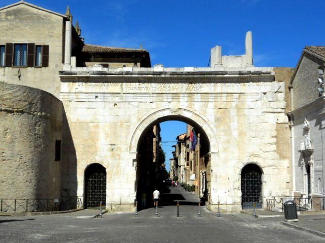 L'Arco di Augusto, simbolo della città