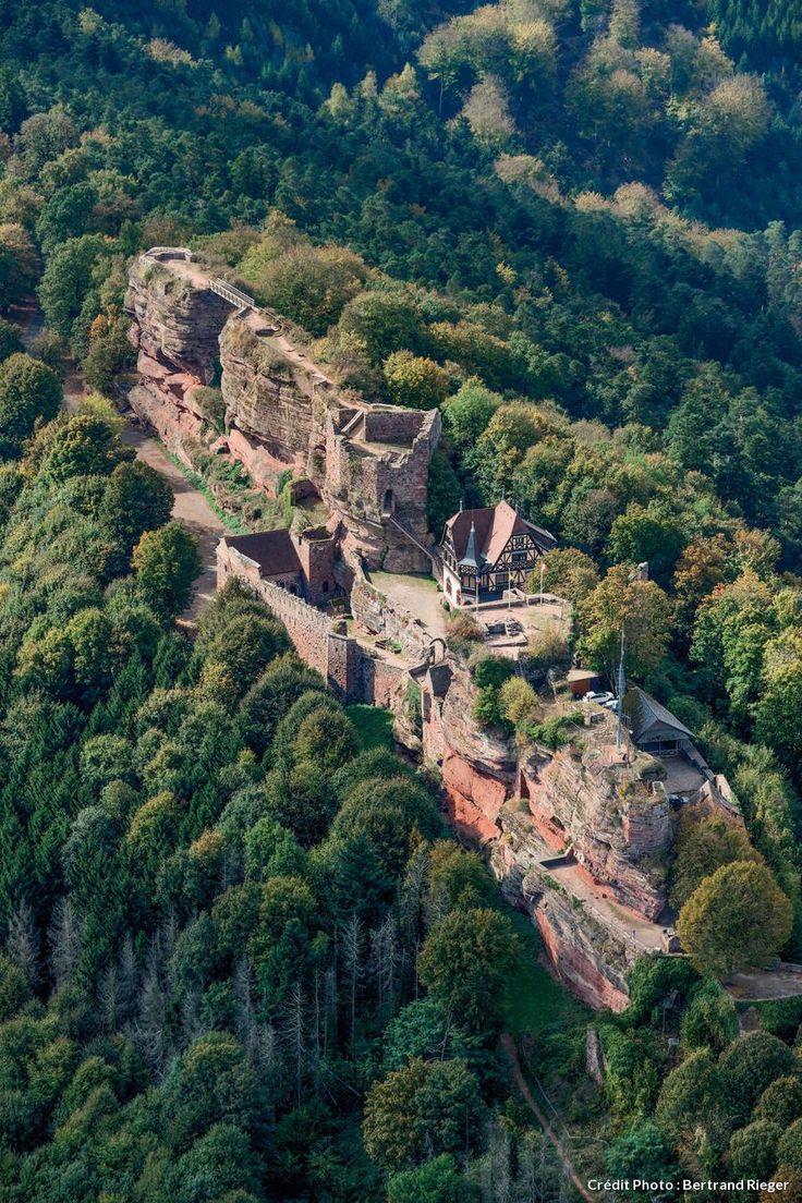 Le château du Haut-barr, la forteresse rouge. Alsace