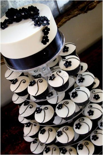 Not usually in to cupcakes BUT this is very nice Black and Ivory wedding cupcake