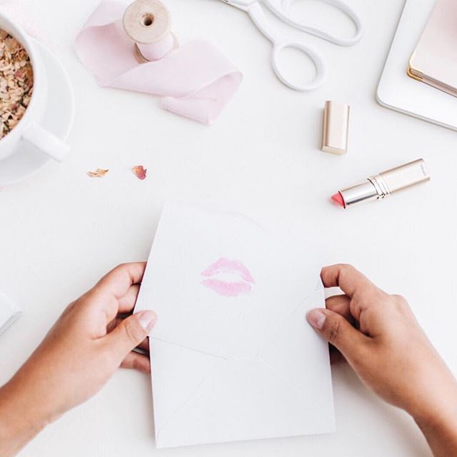 LimeLife By Alcone launches in the UK in June! We are SO excited to have some of the first Beauty Guides to be selling these products on our team! If you want to be part of this ground floor opportunity, click on the pin to learn more!  #unitedkingdom #uk #businessopportunity #directsales #directseller #professionalmakeup #allnatural #cleanskincare #limelightbyalcone #limelifebyalcone #themakeupmamas