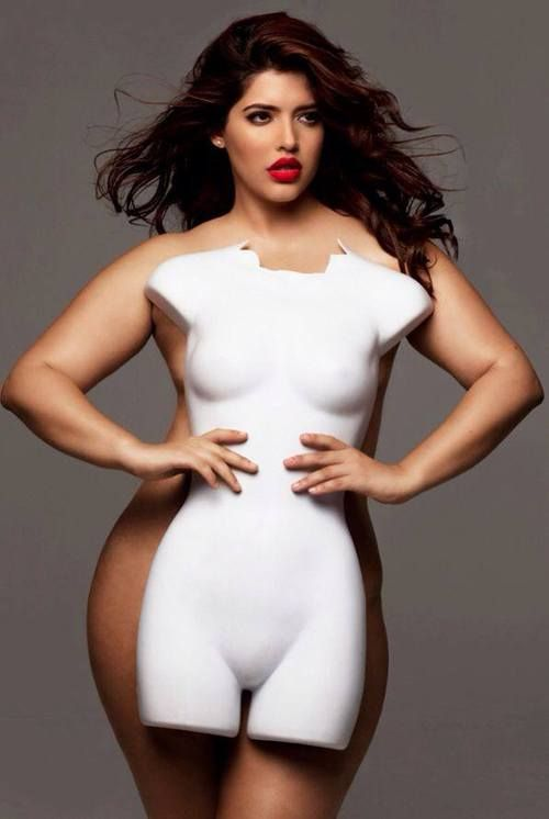 Average size mannequin with average size woman.   #body_image  #myt