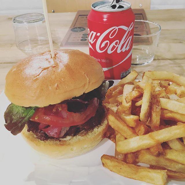 Burger Santa Cruz 🍔💛 @westcoastburgers #monday #lundi #week #work #food #foodporn #foodpics #foodlover #foodie #burger #yum #santacruz #coca #oklm #chill #love #picoftheday #photooftheday #instalike #igers #igersfrance #bordeauxmaville #bordeaux #france