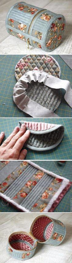Round Cosmetic Bag DIY Picture Tutorial. http://www.handmadiya.com/2016/01/round-cosmetic-bag.html: