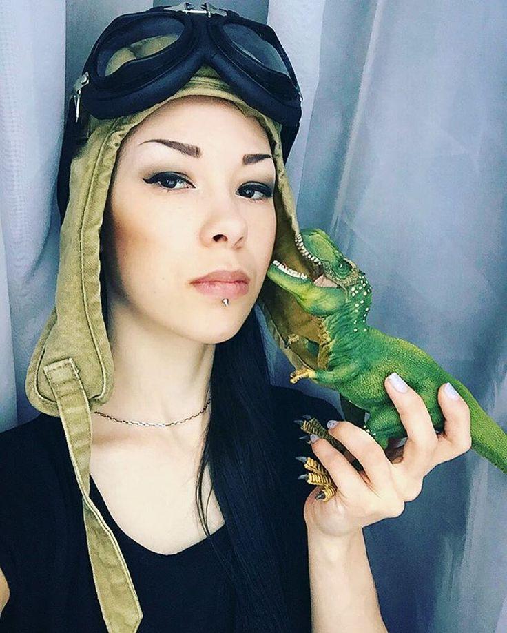 Я и Рекс. #girl #asian #asiangirl #metal #metalhead #metalchick #rock #gothic #pilot #military #beauty #eyes #look #style #me #selfie #black #green #morning #dino #dinosaur #toy #tyrannosaurus #reptile #я #селфи #динозавр #тиранозавр #утро #hair
