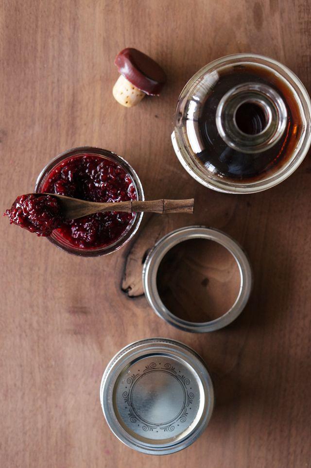 Blackberry vanilla bourbon jam // HonestlyYUM
