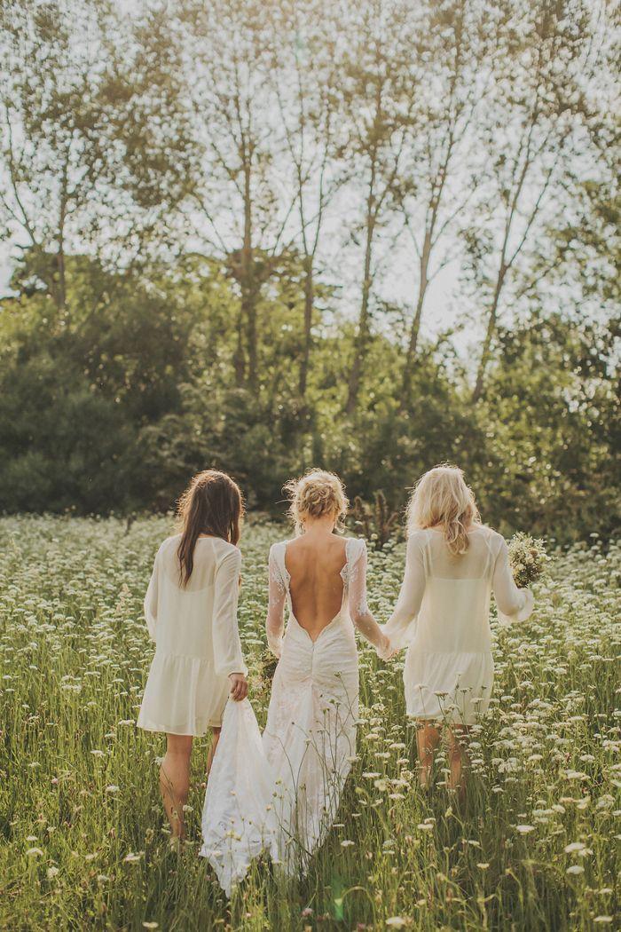 * photo idea - bride & bridesmaids