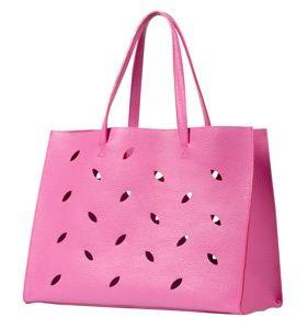 Barbara Rihl dessine un modèle de sac pour Pierre Hermé   http://fashions-addict.com/index.asp?ID=378=11503