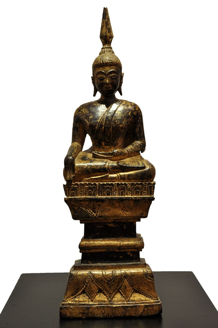 Sitting Buddha. Thailand, 17th-18th century, made of teak wood. For more information about this and other amazing Asian/Buddhist antique products, please visit our website: www.sat-nam-art.com
