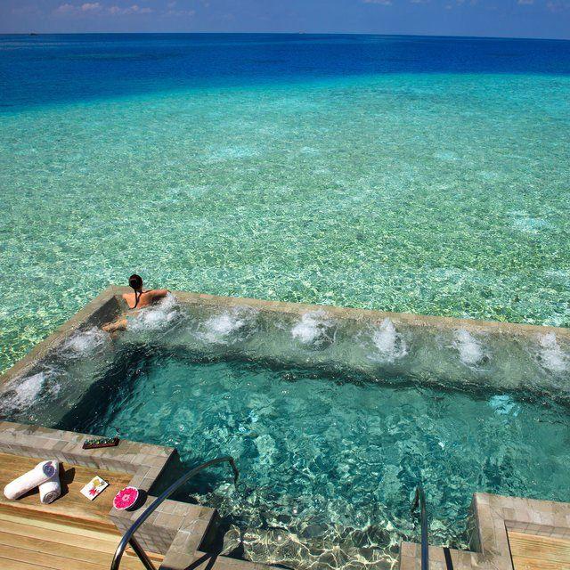 Maldives | plage, vacances, séjour, île, paradisiaque. Plus d'idée sur http://www.bocadolobo.com/en/inspiration-and-ideas/