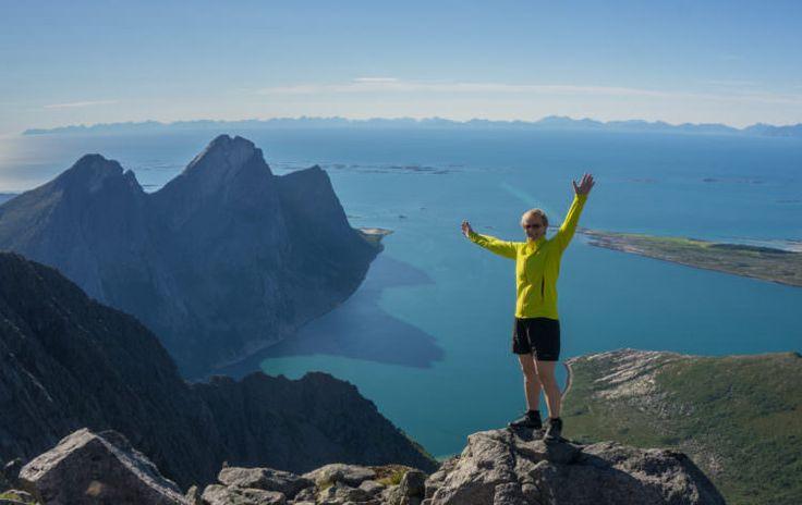 Steigen blir ofte omtalt som den «flotteste naturhemmeligheten i Nordland», med stor variasjon i naturtyper – spektakulære fjell, utsikt over fjord, hav og Lofotveggen, en enestående skjærgård med kritthvite sandstrender og azurgrønt vann og fagre innlandsområder med elvedrag, fiskevann og daler. Naturen gir fantastiske muligheter for aktiviteter som fiske, fjellturer, spektakulære traverser, barnevennlige avstikkere samt … Continue reading Steigen – naturhemmeligheten! →