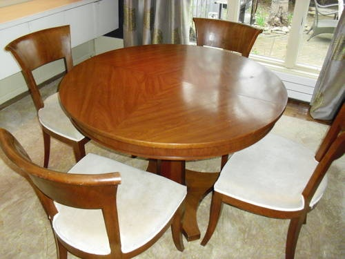 $1049 Neo / Classic Designer Dining Table And Chairs
