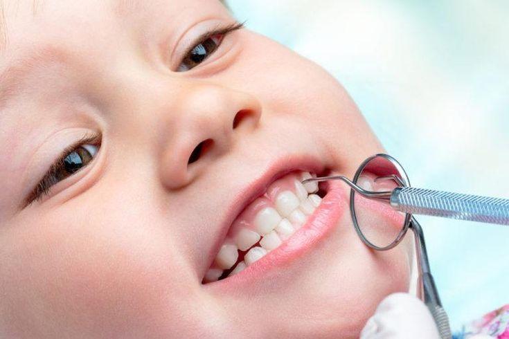 Un incorrecto cuidado e la salud bucal en los primeros años de vida puede tener consecuencias en las fases de adolescencia y edad adulta. ¡Consúltanos!
