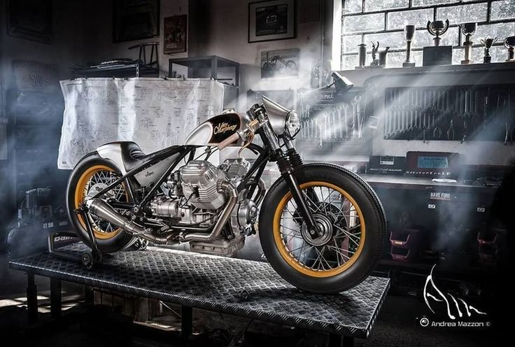 Moto Guzzi T5 850 Bobber Cafe by Chop Works - Photo by Andrea Mazzon #motorcycles #bobber #motos   caferacerpasion.com