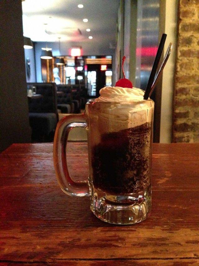 #Birra e #gelato, questa la #ricetta perfetta per dimenticare questa #estate2014. Ecco la ricetta: Prendete un bicchiere capiente, per esempio la coppa dell'Orval e riempitelo per un terzo di birra. Versate la birra rimanente in una pinta inglese e dedicatevi a un lungo e doveroso sorso. Tornate alla vostra coppa e aggiungete tre palline di gelato e mescolate. Decorate con #panna montata e una #ciliegia al maraschino.