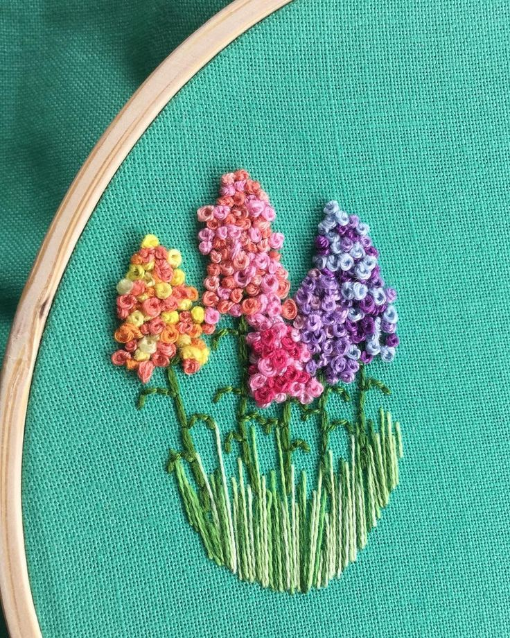 Nearly finished! It just needs a few more knots  . . . . . #handembroidery #embroideredflowers #embroideredjewellery #embroideredjewelry #frenchknots #handstiched #lovetostitch #ohsolovely #gardeninspired #cottagegarden #flowermagic #flowersmakeitbetter #wearableart #tuesdayafternoon #makermum #whilehenaps #colourpop #colourmakesmehappy #wip #bluemerlinmakes #pinterest