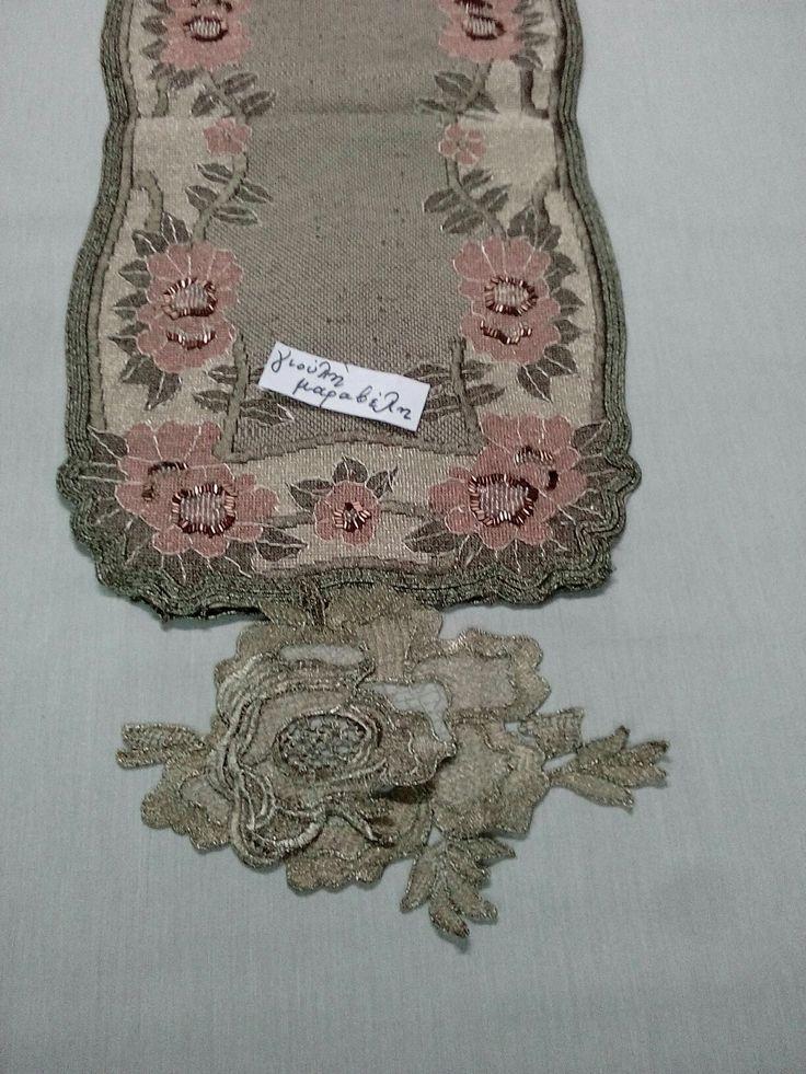 Πολυ εντυπωσιακές τρεσες τριαντάφυλλα. Ειναι 25 εκατοστά το καθενα,με τιμή 3,50 ευρώ.Υπάρχει σε Χ.Σ και χάλκινο.Μπορειτε να στολίσετε τα πάντα. μέτρο.Γιούλη Μαραβέλη τηλ 2221074152 mail: maravelip24@gmail.com.