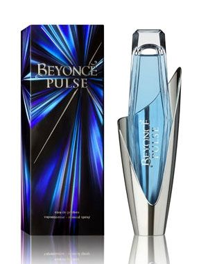 The fragrance opens with sparkling top notes of pear blossom, frozen bergamot and accord of Blue Curacao liqueur. The heart features Bluebird orchid, for the first time used in a fragrance. There are also notes of delicate peony and intensive midnight blooming jasmine. The base is warm, sensual and irresistible, made with Madagascar vanilla, musk and precious woods.