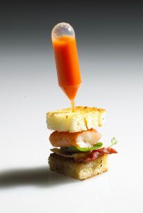 MINI SANDWICH DE LANGOSTA CON SOPA DE MARISCO ( miniature lobster club with a pipette filled with lobster bisque)
