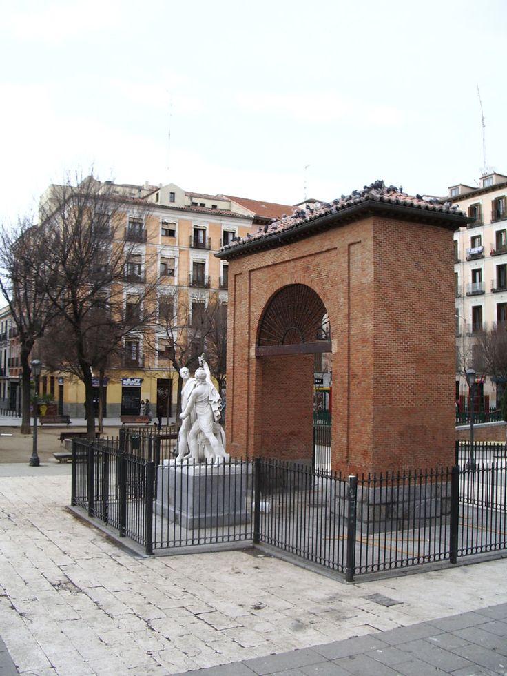 Los héroes de Madrid en la plaza del dos de mayo