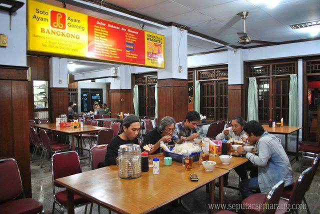 Soto Bangkong Soto Legendaris Dari Semarang http://www.perutgendut.com/reviews/read/soto-bangkong-soto-legendaris-dari-semarang/550 #Food #Kuliner #Review