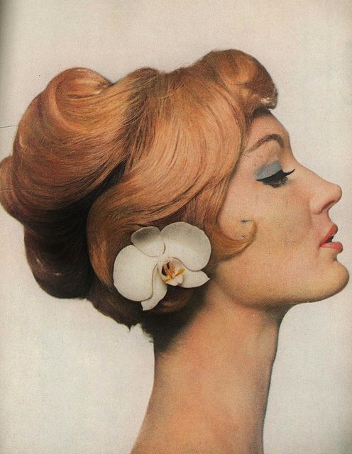 A softly sculptured hairstyle from the April 1959 edition of Harper's Bazaar. #vintage #1950s #hair