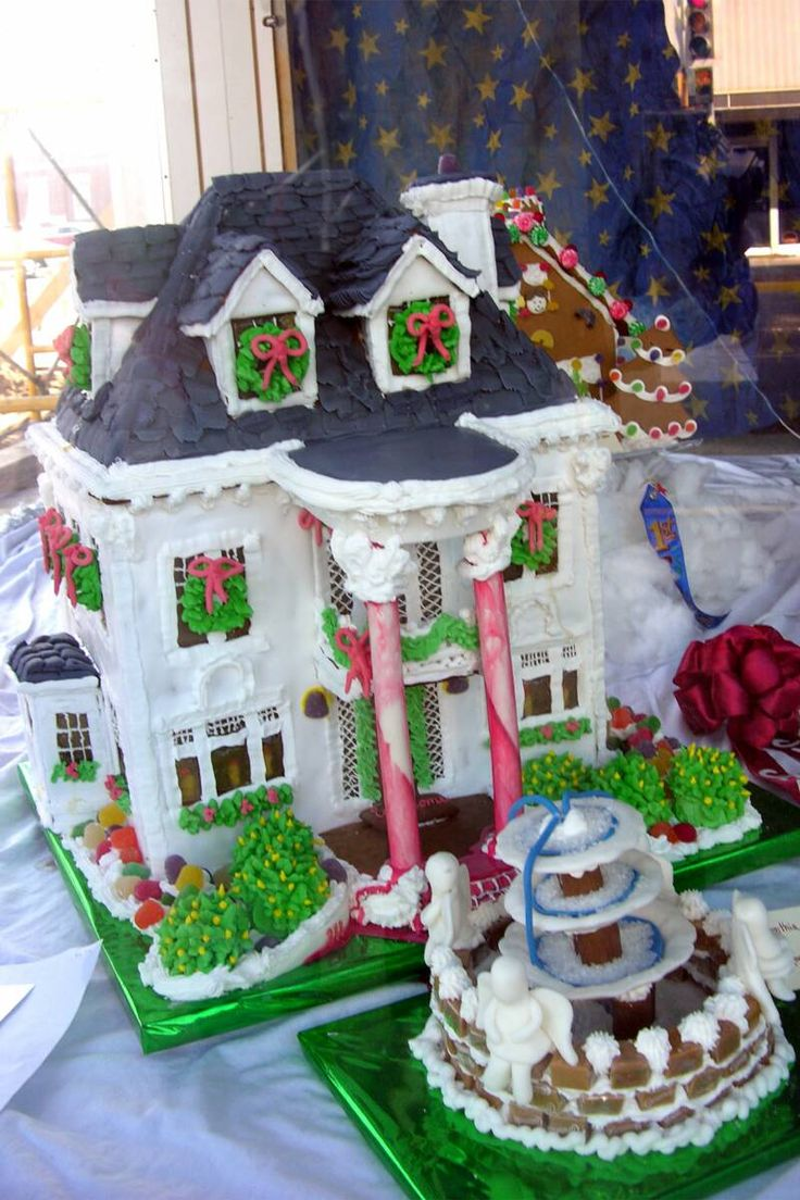 White houses gingerbread house