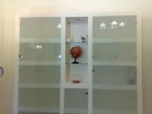 מזנון גבס בשילוב דלתות זכוכית