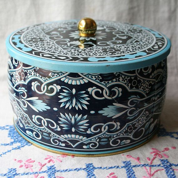 Vintage Daher Cookie Biscuit Tea Tin Container Blue Black White England Floral Round