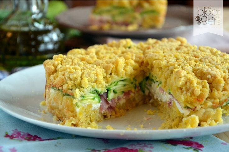 Sbriciolata salata, una torta salata veloce con frolla sbriciolata subito pronta, con burro, farina, uovo, parmigiano e un ripieno di ricotta e affettati.