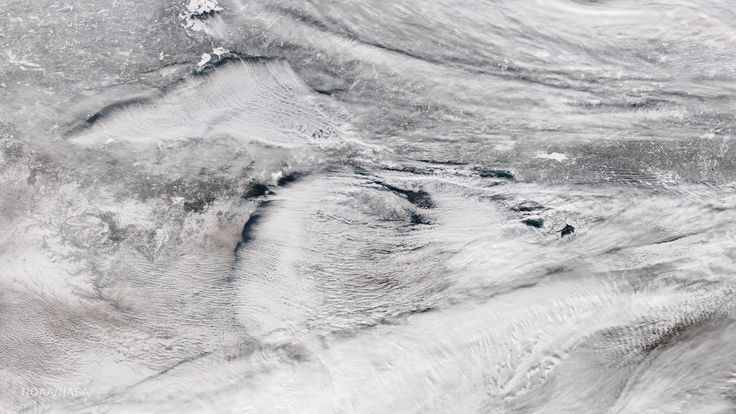 great lakes . lake-effect snow clouds