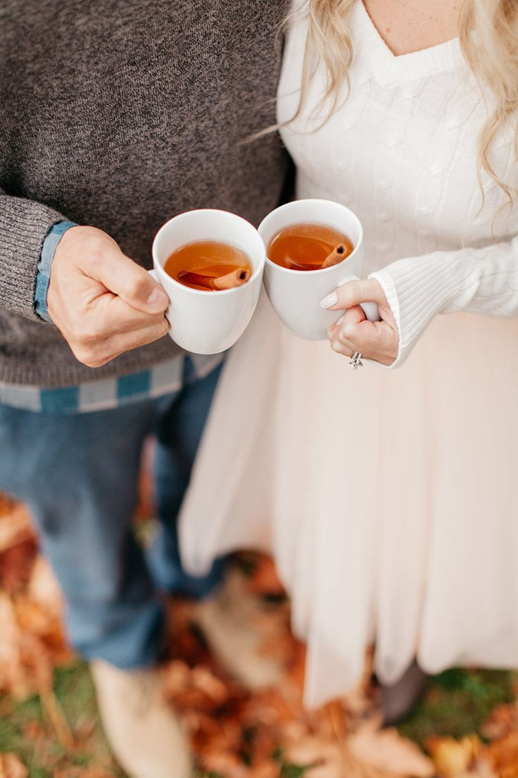 cozy fall engagement photography idea