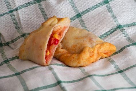 Baby Calzone Rezept auf babyspeck.at. BLW Rezept Pizza. Baby led weaning Pizzataschen mit Mais, Tomaten, Mozzarella und Schinken