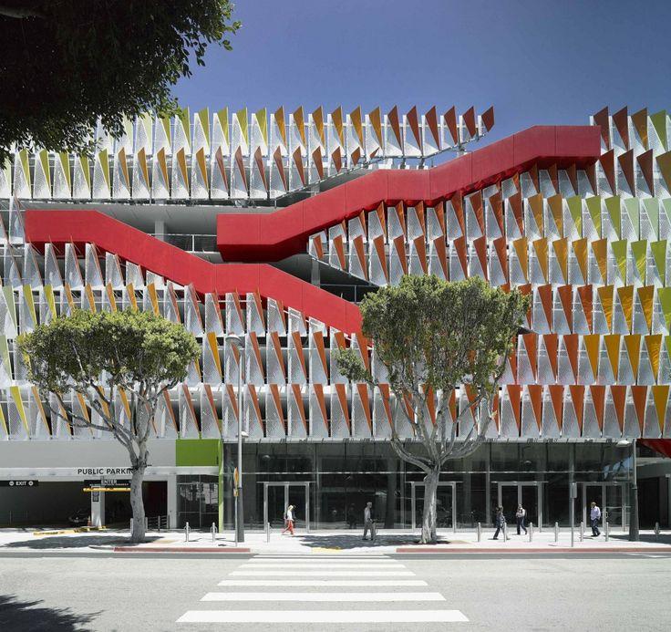 En color hasta un estacionamiento es mejor. City of Santa Monica Parking Structure #6 / Behnisch Architekten + Studio Jantzen