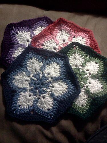 Starflower Hexagon (crochet granny) - Pattern at Ravelry ☼Teresa Restegui http://www.pinterest.com/teretegui/☼